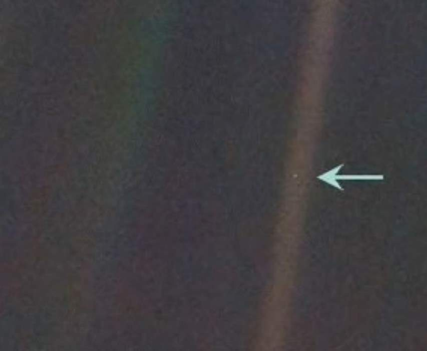 Amazing facts about the Earth: Pale blue dot