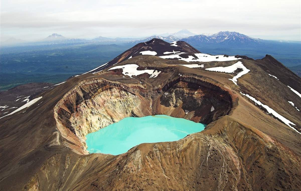 10 Lesser Known Natural Wonders: Maly Semyachik Volcano, Russia