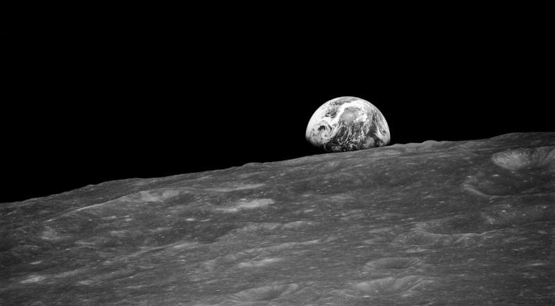 "The first ""earthrise"" photo (featured)"