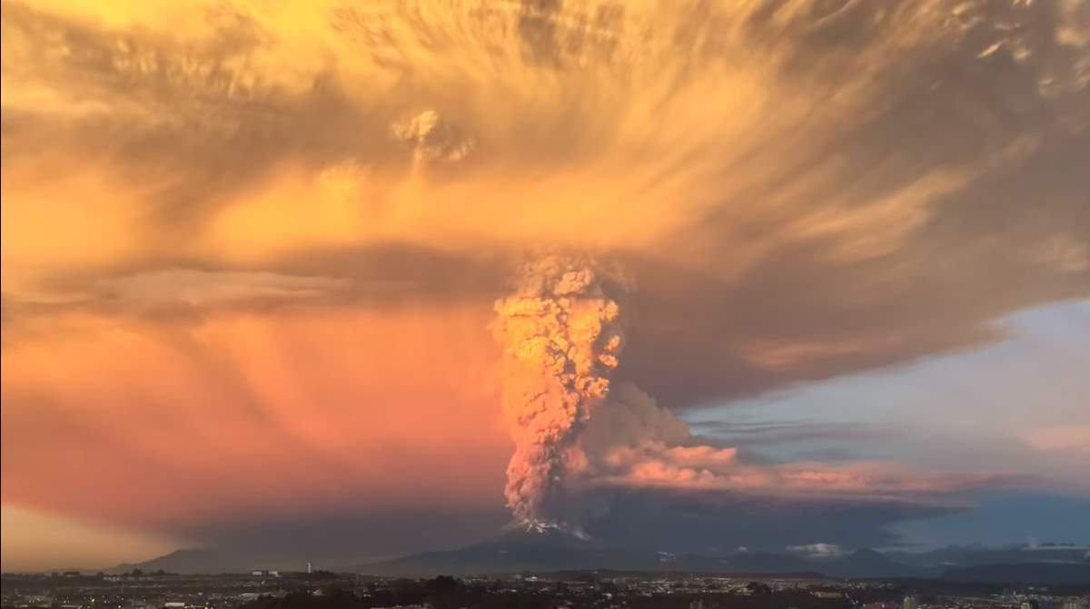 How Earth could die: Calbuco Volcano Eruption (April 2015)