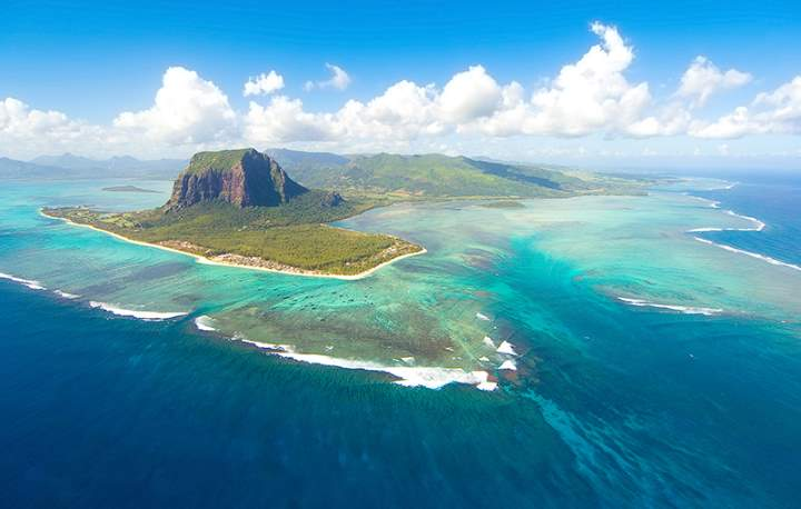 Lesser Known Natural Wonders: Underwater waterfall illusion (Mauritius)