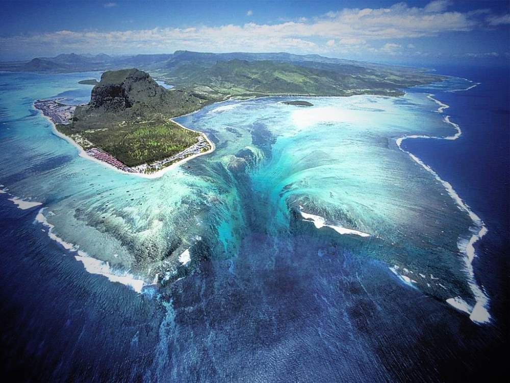 Lesser Known Natural Wonders: Underwater waterfall illusian, Mauritius