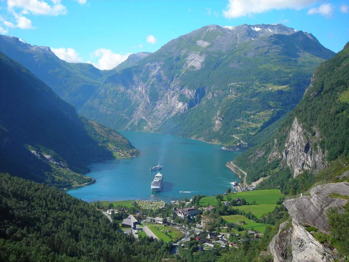Megatsunami and The Wave (2015 movie) Geiranger and Geirangerfjord