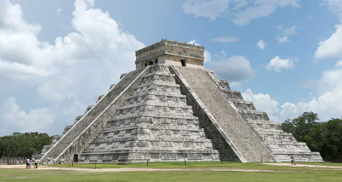 Countries having most number of UNESCO World Heritage Sites: El Castillo, Chichen Itza