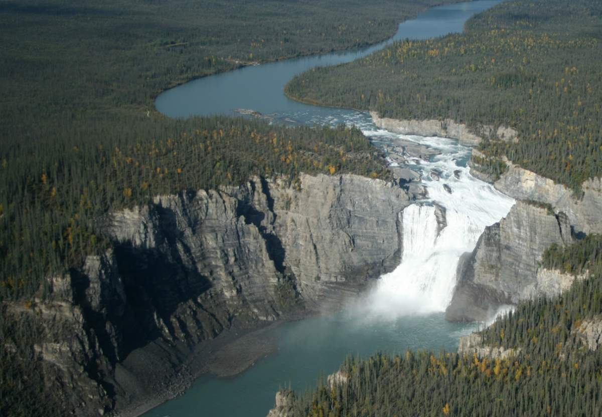 Countries having most number of UNESCO World Heritage Sites: Virginia Falls, Canada