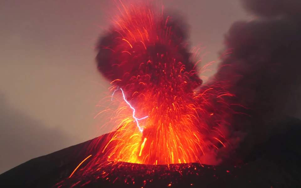 Amazing and Rare Natural Phenomena: Volcanic Lightning, Sakurajima Volcano