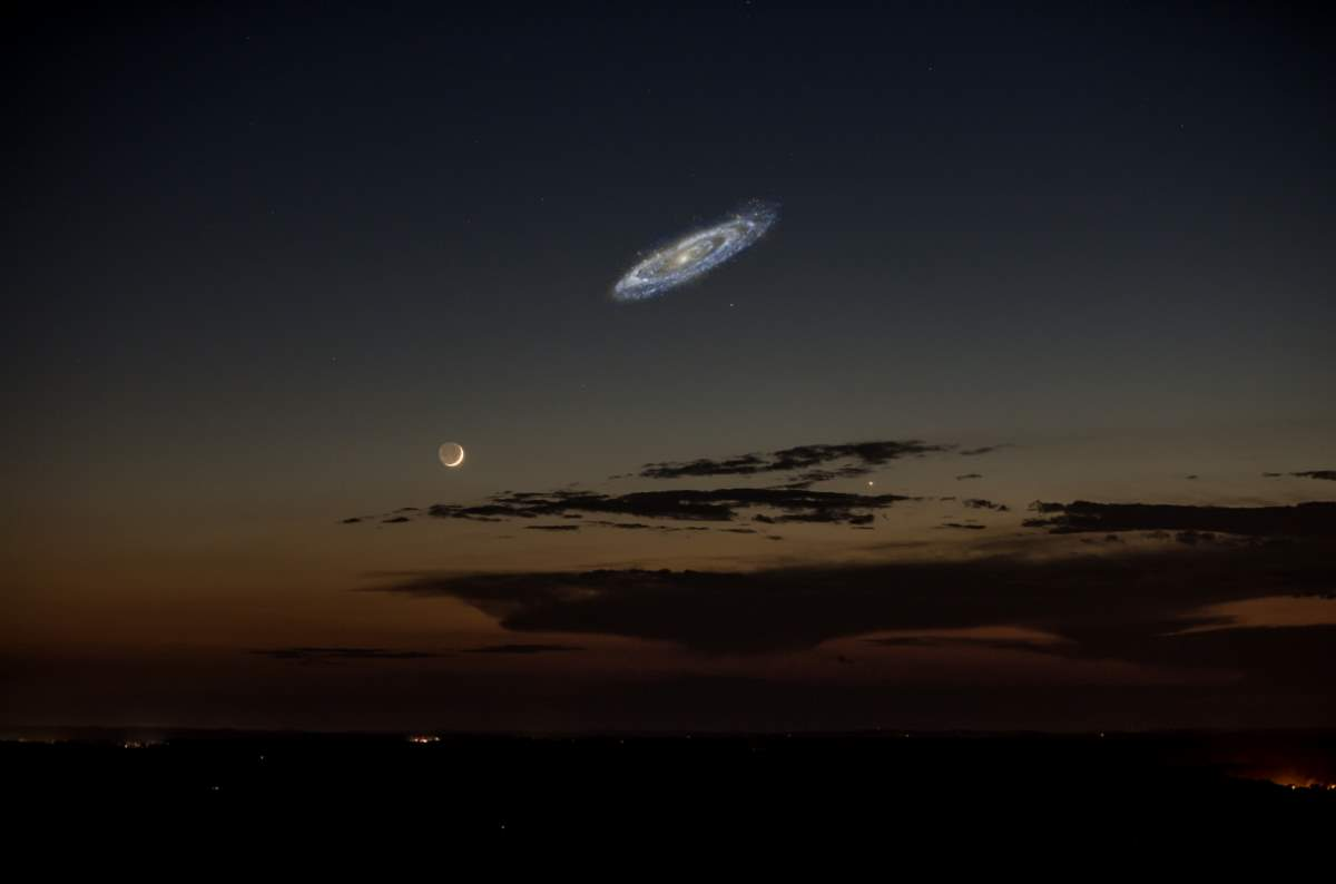 Andromeda's actual size if it was brighter