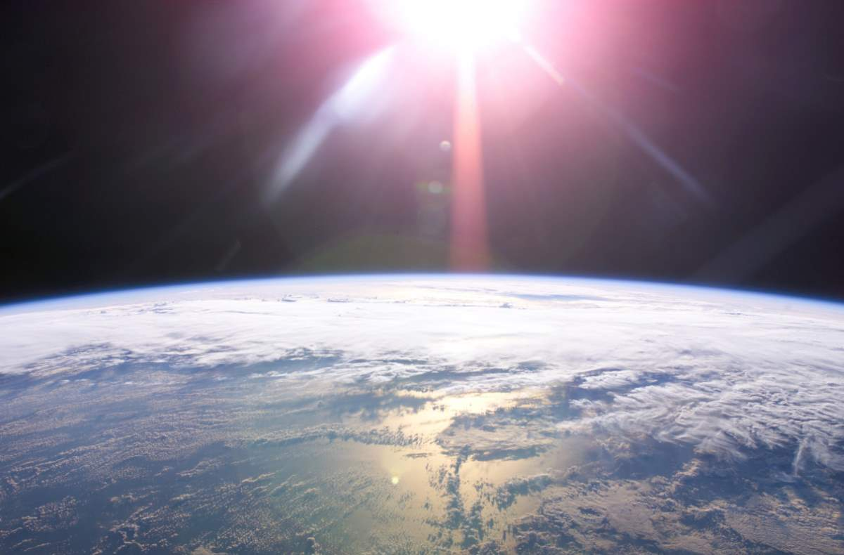 How Earth could die: Sunrise from space (NASA)