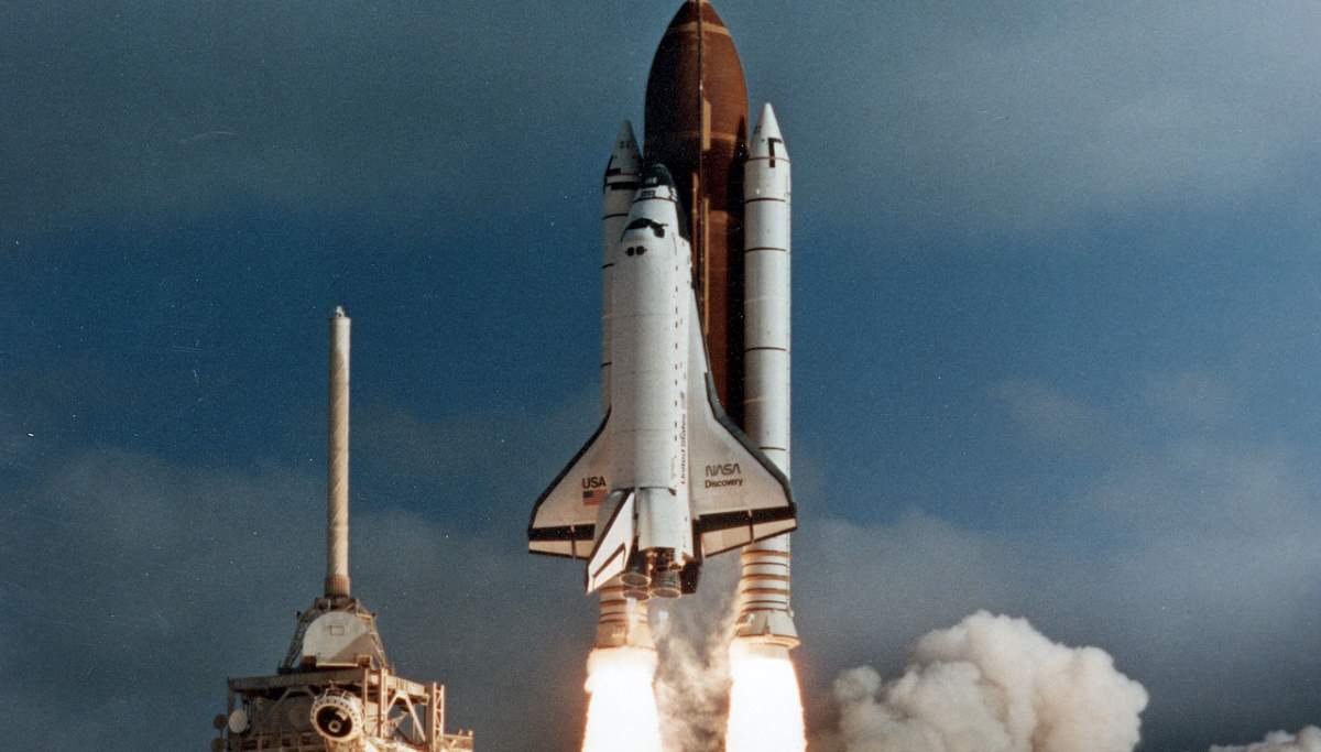 Hubble Space Telescope launch (cropped)