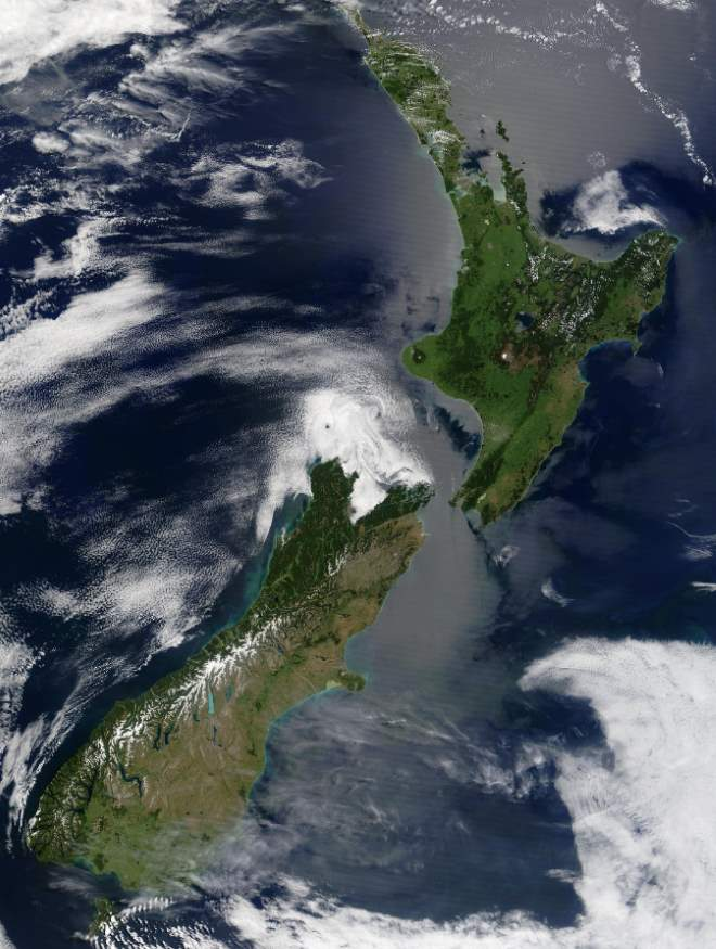 Largest Islands on Earth: New Zealand from space