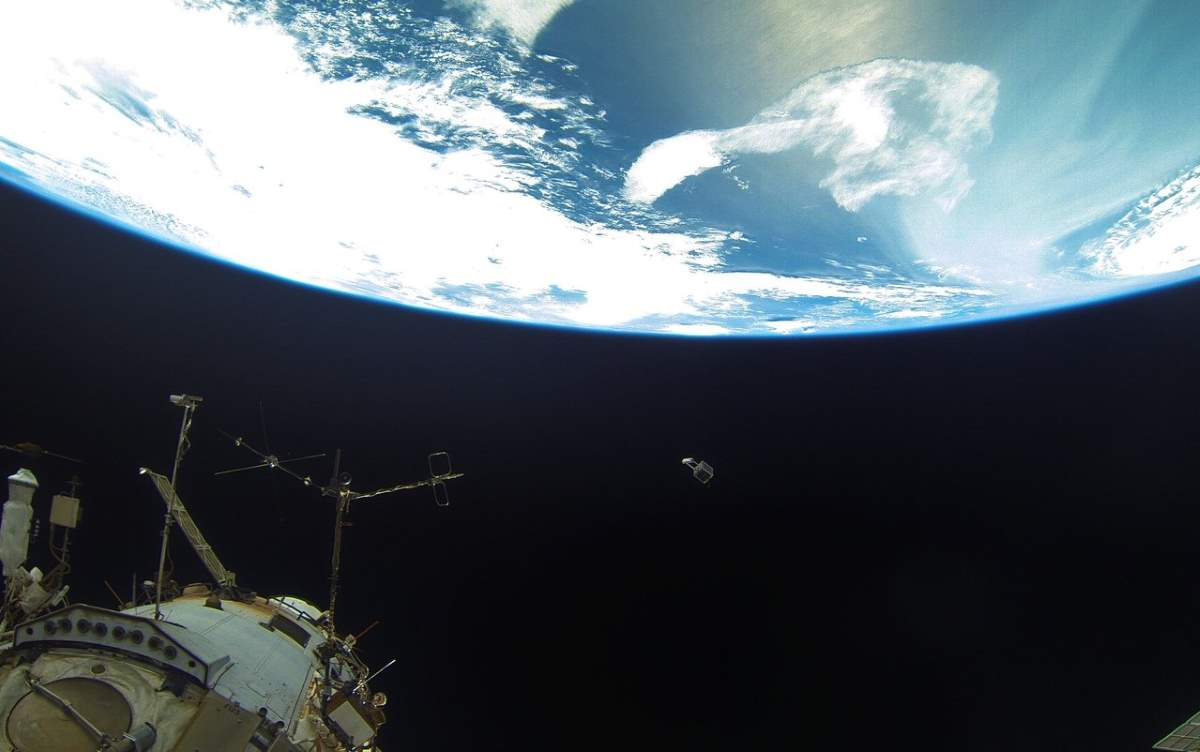 Cosmonauts deliver a tiny satellite from the ISS (August 15, 2018)