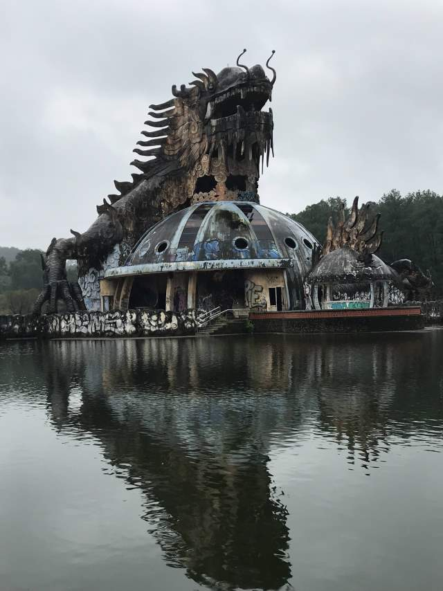 The dragon of Hồ Thuỷ Tiên abandoned water park