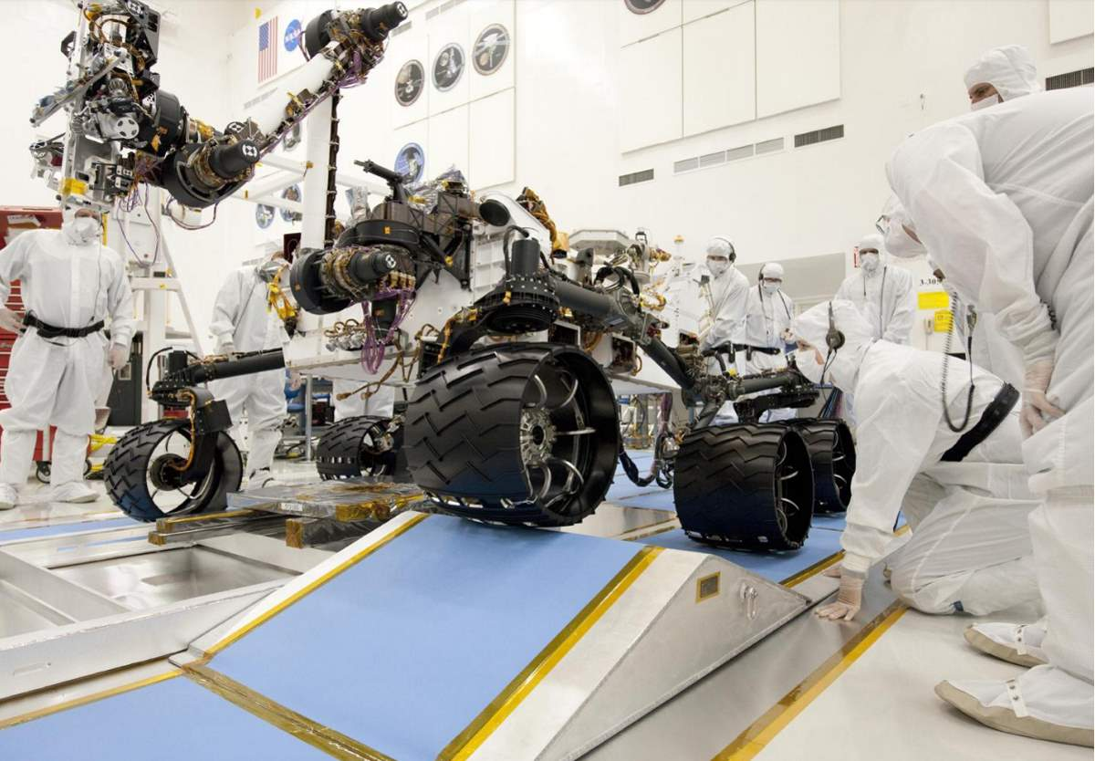 Ramp Drive Test for NASA's Curiosity Mars Rover. The wheels on Curiosity are half a meter.