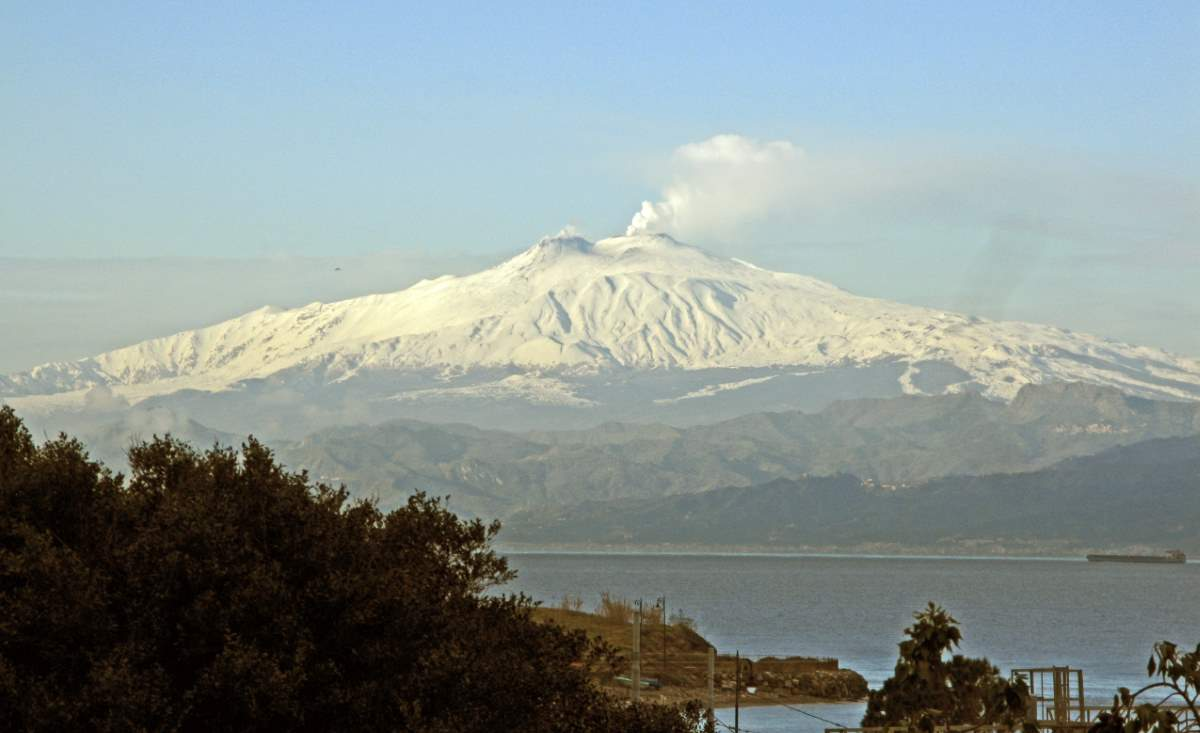 View of Mount Etna from Reggio Calabria, Italy (10 February 2017)