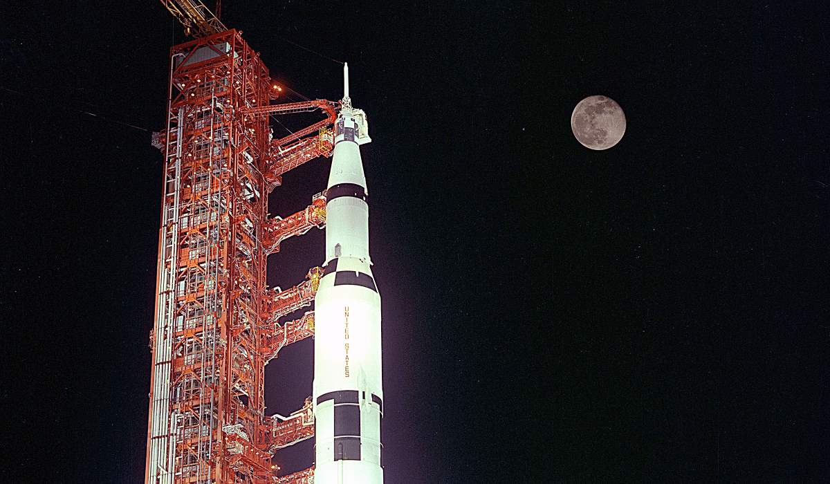 Apollo 17 during the prelaunch, with the Moon is in the background (cropped)