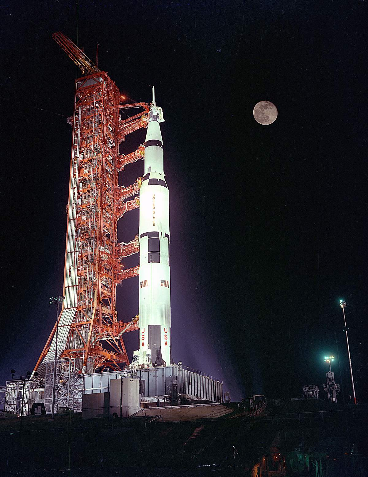 Apollo 17 during the prelaunch, with the Moon is in the background