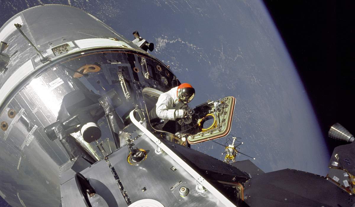 "Astronaut Dave Scott emerges from the Apollo 9 Command Module ""Gumdrop"" (cropped)"