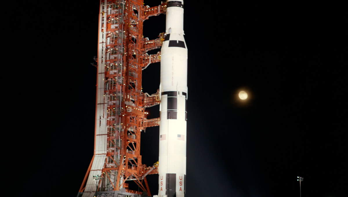 Apollo 12 at the launchpad (cropped)