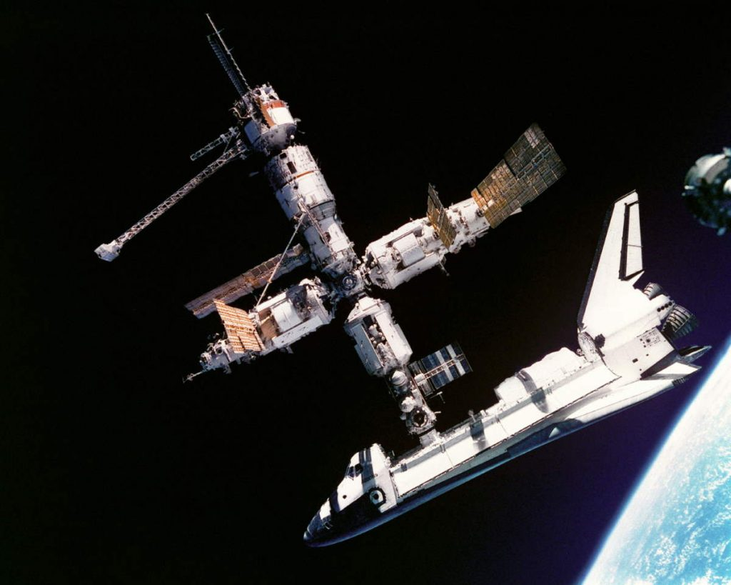 Hadfield reviews space movies - Space Shuttle Atlantis Meets Mir Space Station (1995)
