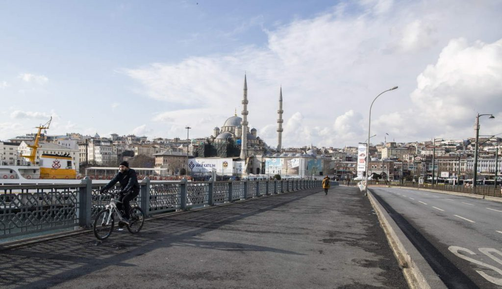 Coronavirus: world's response has slashed CO2 emissions. Galata Bridge, Istanbul