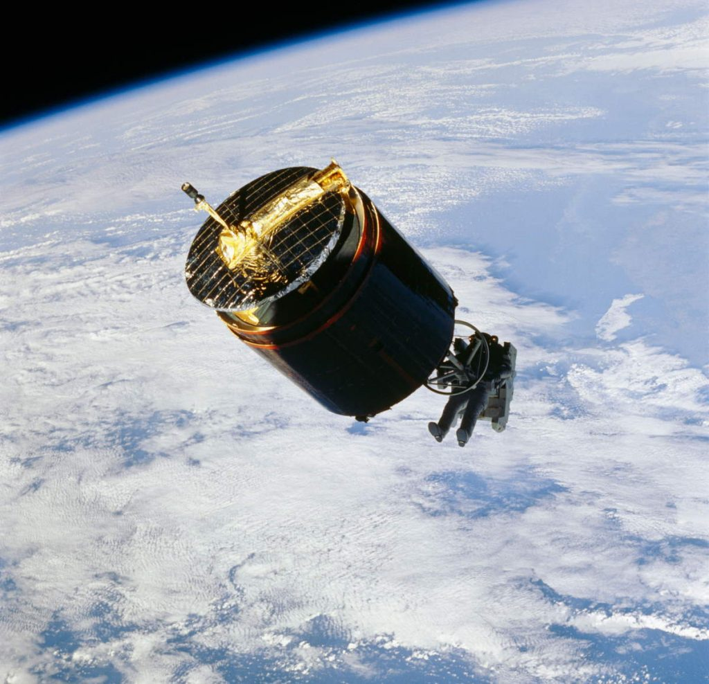 Capturing a satellite:, November 1984