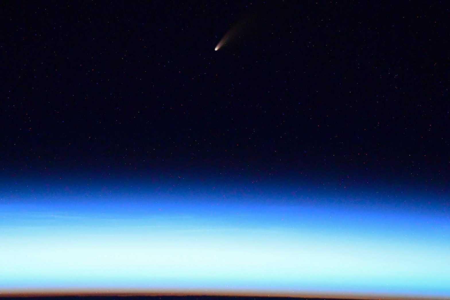 A spectacular comet photo by the Russian cosmonaut Ivan Vagner