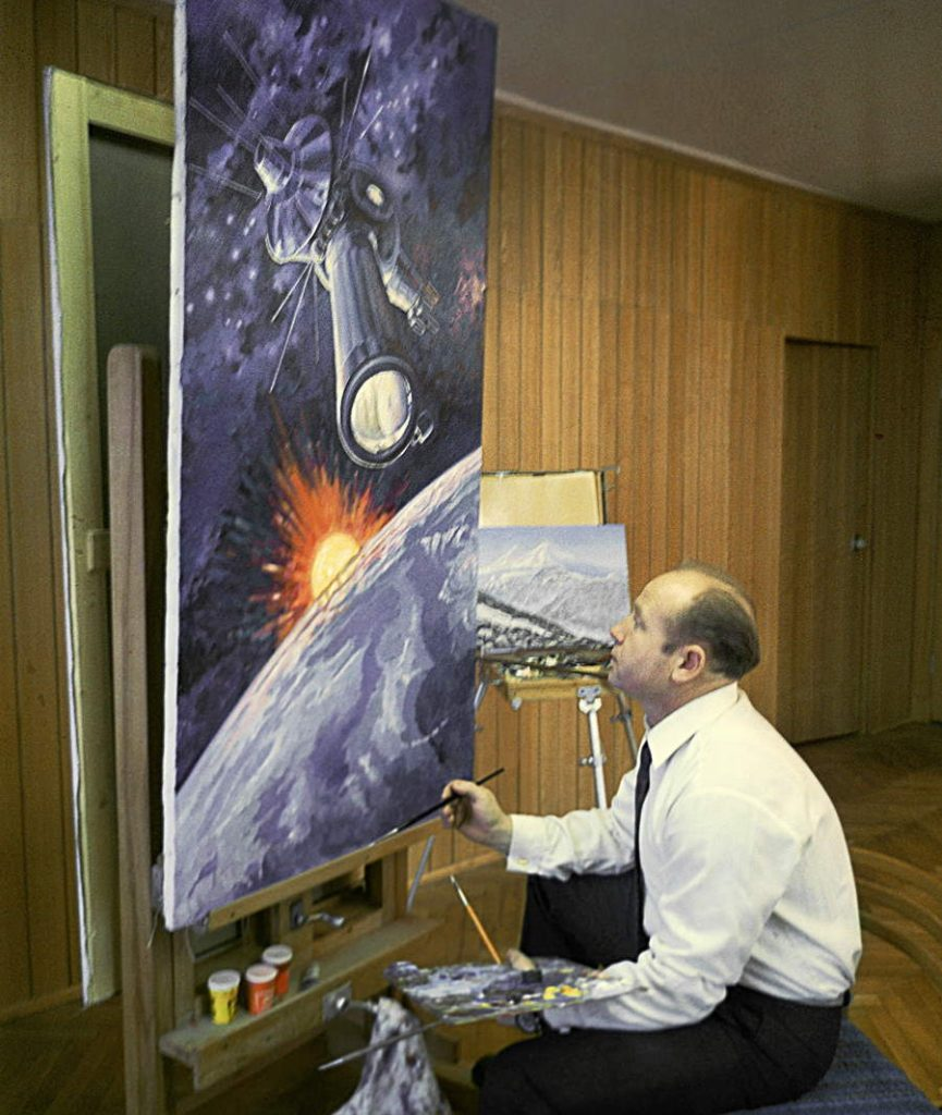 Russian cosmonaut and painter Alexei Leonov in 1973
