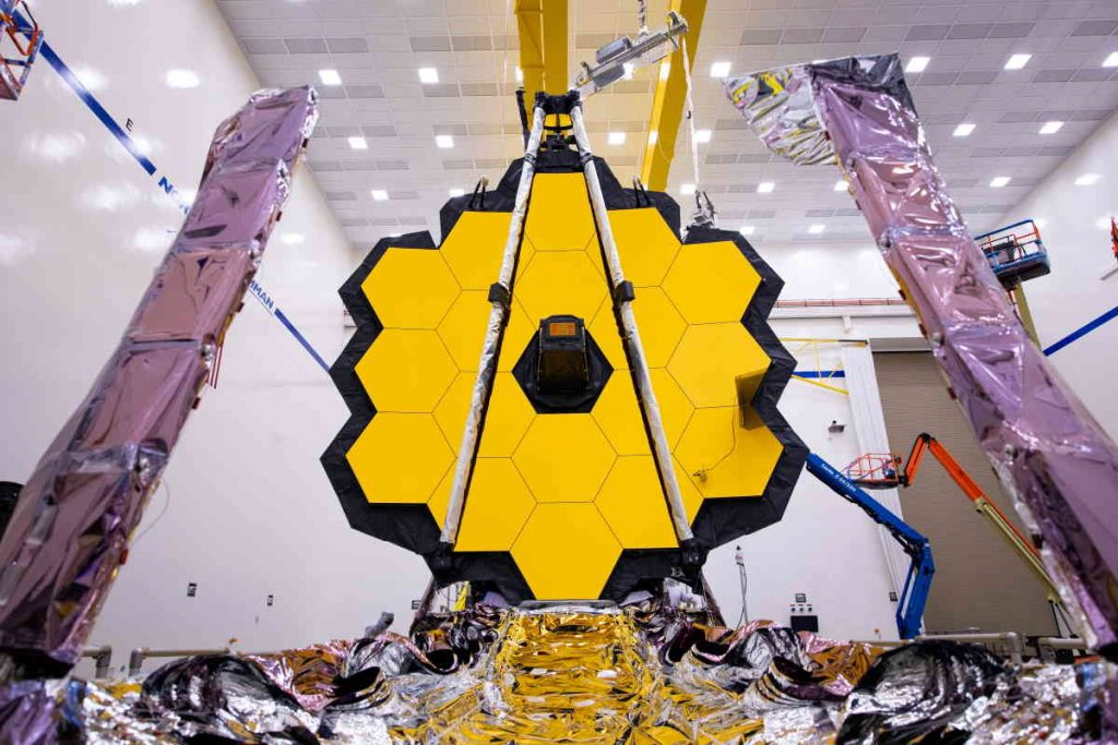 Launch payloads: James Webb Space Telescope under construction