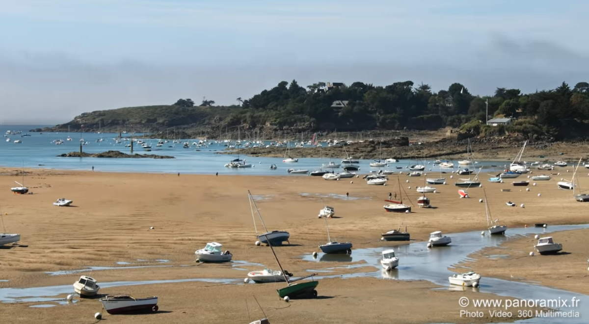 High tide in Saint-Briac-sur-Mer, Bretagne (Brittany), France